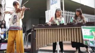 getlinkyoutube.com-高円寺ビックリ大道芸2011、なつ&かよ+沖増菜摘 チャールダッシュ!