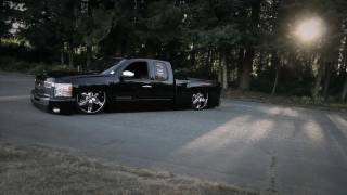 getlinkyoutube.com-Shawn Altermott's ACCUAIR equipped Silverado