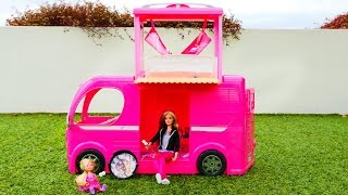 getlinkyoutube.com-Мультфильм с куклой Барби. Пикник на природе - Барби и ее дочка отдыхают. Видео для детей.