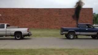 getlinkyoutube.com-Chevy 8.1 L Vs. Dodge Cummings Pull off