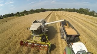 getlinkyoutube.com-Harvesting Wheat 2014 - 2X Claas Lexion + Fendt 724 SCR - 716