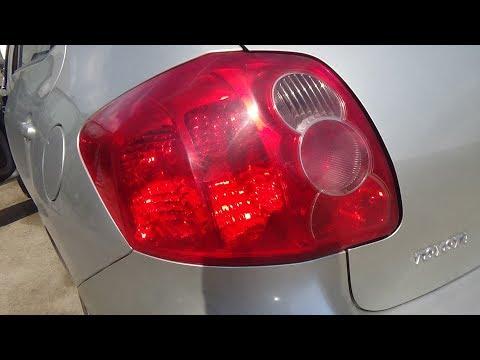 Как снять задний фонарь и поменять все лампы. Toyota Auris.