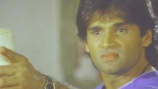 getlinkyoutube.com-Sunil Shetty, Balwaan - Action Scene 6/24