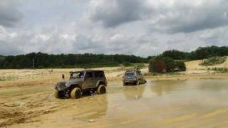 getlinkyoutube.com-Jeep Stuck Bad And FJ Cruiser Mudding
