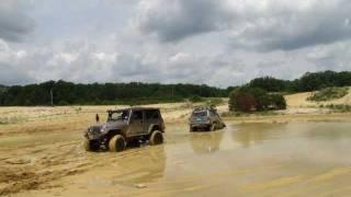 getlinkyoutube.com-Jeep Stuck Bad And FJ Cruiser Mudding