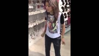 getlinkyoutube.com-Zendaya Dancing to Justin Bieber In the store