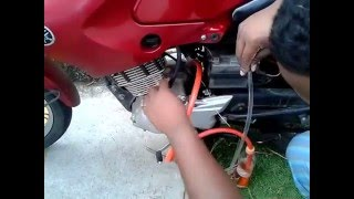 getlinkyoutube.com-Moto movida a vapor de gasolina funcionando.