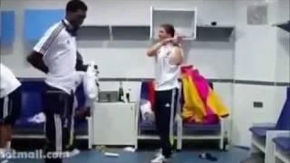 getlinkyoutube.com-Asamoah Gyan vs Adebayor Azonto Dance(watch)