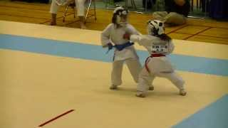 getlinkyoutube.com-2013小中北信越 小1女子組手決勝 Mahiro(red) 7-year-old-girl Kumite final