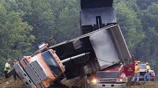 getlinkyoutube.com-Incriveis acidentes de equipamentos pesados, escavadeiras, tratores e caminhoes 2016