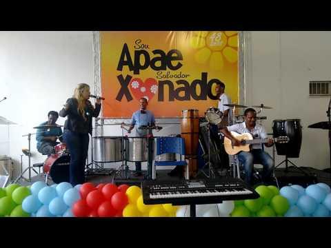 Amanda Santiago com a nossa Banda Opaxorô - APAE 48 anos