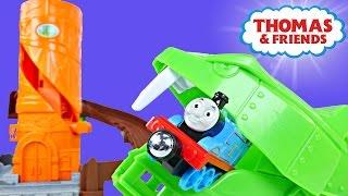 getlinkyoutube.com-Thomas & Friends Rattling Railsss Train Set Snake Eating Thomas The Tank Engine Tren de Juguete