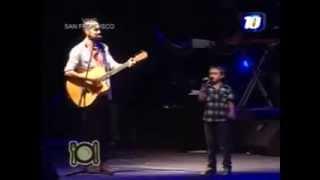 getlinkyoutube.com-Abel Pintos sube al escenario a un niño y cantan La Llave ...