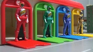 getlinkyoutube.com-Learn Colors Power Rangers Dino Charge Toys  파워레인저 다이노포스 레인저키 장난감 영어 색깔놀이