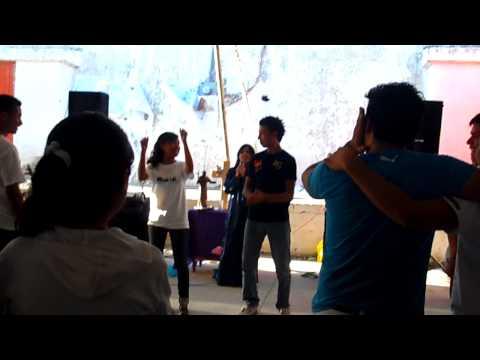 Sonio (William lesby) bailando la abeja. Pascua Juvenil Palo Alto, Penjamo Gto. 2012