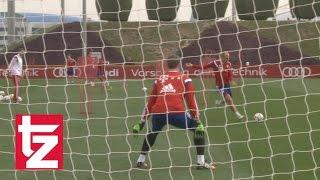 getlinkyoutube.com-FC Bayern - Tag 3 in Doha: Neuer-Paraden - Alonso mit Gefühl - Robben kompromisslos