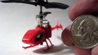 getlinkyoutube.com-New Worlds Smallest RC helicopter 2011(micro elicottero)