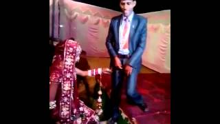 getlinkyoutube.com-Whatsapp Funny Video - Groom's Pant Zip is open while posing for marriage photos