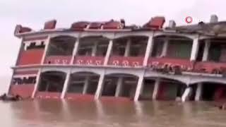 Bangladeş'te 3 katlı okul sel nedeni ile çöktü