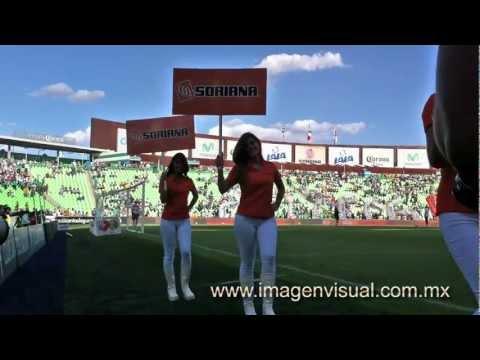 Edecanes de Monterrey con Soriana en el Estadio Santos Corona