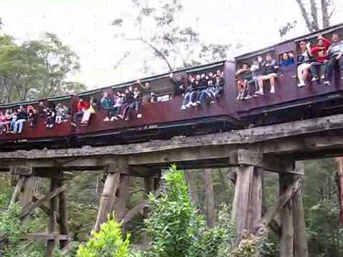Raymond, Vanessa, Claudia, Ms Tang, Kelly on Puffing Billy Train