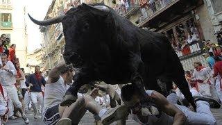 getlinkyoutube.com-Spain Pamplona Bull Attack