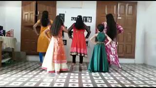 Laung lachhi in group Dance