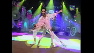 Vikrant Massey and little Hasini Upadhyay performs to Masakali for Boogie Woogie