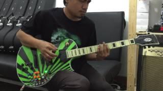 Sayang belum ada merek - padahal gitar buatan indonesia ini dahsyat banget