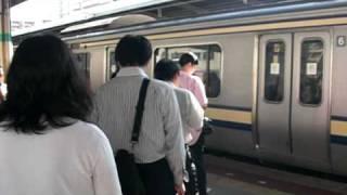getlinkyoutube.com-朝ラッシュ(最混雑区間新小岩→錦糸町)総武快速線新小岩駅