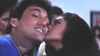 getlinkyoutube.com-Govinda, Divya Bharti - Shola Aur Shabnam Comedy Scene - 7/20