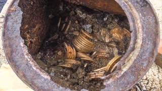 getlinkyoutube.com-Encuentran 10 Millones de Dólares en ORO enterrado en su patio tesoro, gemas