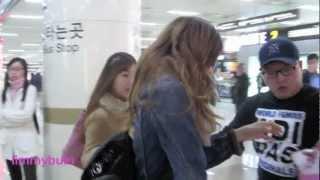 getlinkyoutube.com-121109 [FANCAM] SNSD arrived Gimpo Airport from Japan