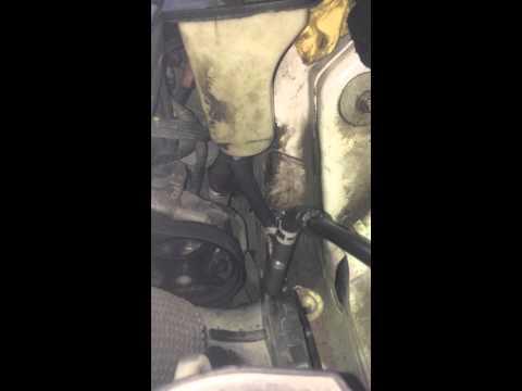 Ягуар XF 2011, замена масла ГУР 1 этап