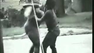 getlinkyoutube.com-Bagarre - femme vs homme