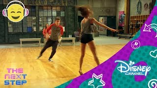 getlinkyoutube.com-Disney Channel España | The Next Step - Baile 18: Cierra y Noah