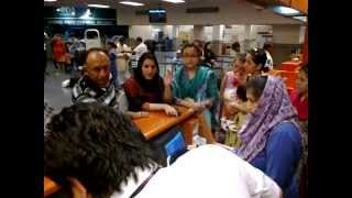 getlinkyoutube.com-asfand yar pia islamabad airport insulting by 3 womans on flight canclld