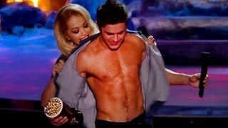 getlinkyoutube.com-Zac Efron SIN CAMISA MTV Movie Awards 2014- MIREN!