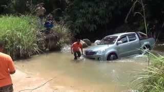 getlinkyoutube.com-Toyota Hilux Resceu 4x4 (MORExtreme) 2013.Malaysia.