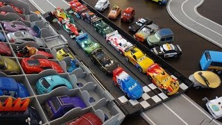 getlinkyoutube.com-Disney Cars 2 Case and Grand Prix Race Track