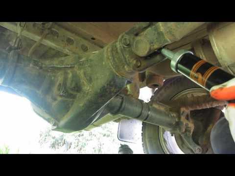 УАЗ Патриот. Обслуживание крестовин карданов. (Короче шприцуем)