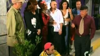 getlinkyoutube.com-Cena con los papa de silvia (vecinos)