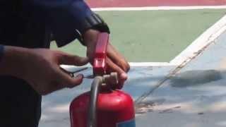 getlinkyoutube.com-Cara Penggunaan Alat Pemadam Kebakaran Api Ringan, Pelatihan APAR di SMK KI - AKIN [11]
