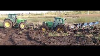 getlinkyoutube.com-Tractor stuck in mud - John deere 6920