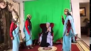 getlinkyoutube.com-رقص بنات سودانيات حول الفنان الاماراتي يثير السخط mp4 crdownload