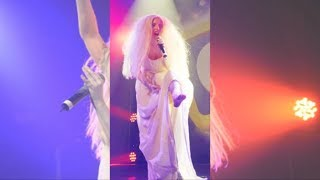 Lady Gaga Strips Nekked On Stage During Performance - GAY Night Club