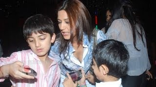 getlinkyoutube.com-Sonali bendre family photos unseen