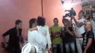 getlinkyoutube.com-une petite fille chante et met l'ambiance