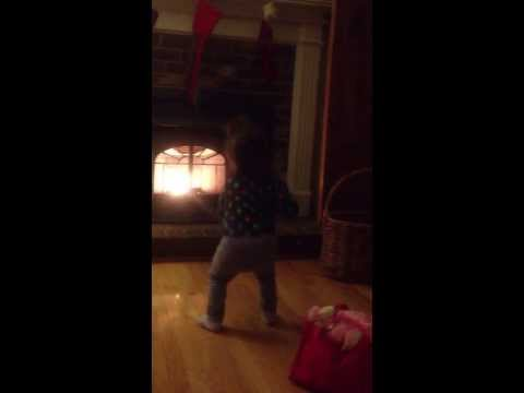 2 Years old dances to Katy Perry's ROAR