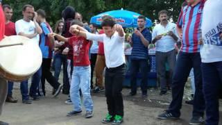 getlinkyoutube.com-Trabzonlu Çocuklardan Horon Show